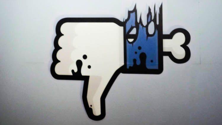 عاجل .. الفيس بوك لا يعمل حول العالم